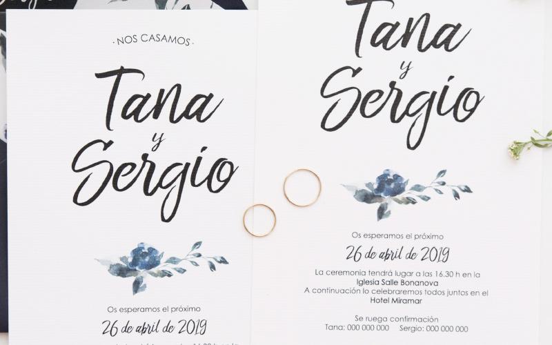 invitacion-de-boda-moderna-azul-sobre-forrado
